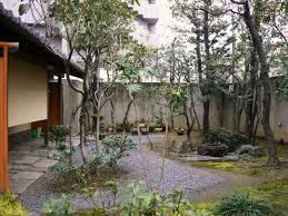 japanese style of gardening in small outdoor space with some big