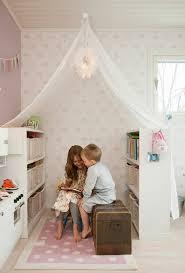 placard ikea chambre un placard ikea kallax expedit est idéal dans une chambre d