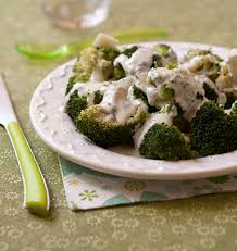 comment cuisiner le brocolis brocolis sauce roquefort recette comment cuisiner recettes de