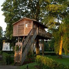 chambre dans un arbre la cour de rémi un hôtel de charme des chambres à la cagne