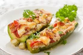 cuisiner les courgettes soyez original ce week end et cuisiner la courgette farcie au rôti