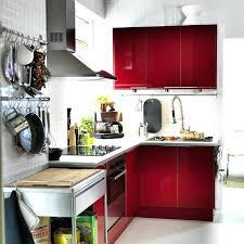 equiper sa cuisine pas cher amenager cuisine pas cher cuisine bois plan de travail blanc