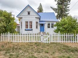 cottage home country cottages under 200k in beautiful spots for sale right now