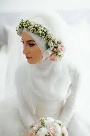 wedding dress muslimah simple bridal with flowery crown ideas for muslim wedding