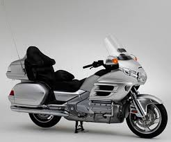 honda introduces production airbag on 2006 gold wing motorcycle