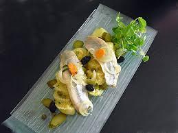 cuisiner des harengs frais salade pommes de terre et harengs fumés la recette facile par