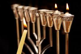 how to light chanukah candles how to light the menorah and hanukkah prayer