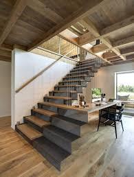handlauf fã r treppen stahlblech treppe mit holzstufen korrespondierender handlauf