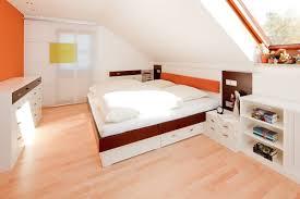 Schlafzimmer Dachgeschoss Farben Farbe Wohnzimmer Schräge Schnitt On Wohnzimmer Auf Farbe Schräge 3
