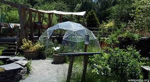 self sustaining garden self sufficient greenhouse gardening survivopedia