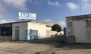 aziende ladari furto in zona industriale ladri via con furgone carico di ferro