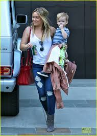 hilary duff steps out without wedding ring photo 3030523
