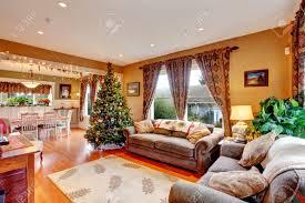Wohnzimmer Mit Essbereich Design Gemütliches Haus Innen Am Weihnachtsabend Blick Auf Wohnzimmer