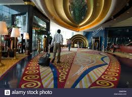 the lobby of the burj al arab hotel l entree de l hotel burj al