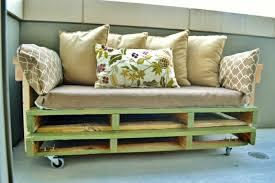 canapé lit palette comment fabriquer un canapé en palette tuto et 60 idées
