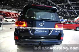 land cruiser 2016 2016 toyota land cruiser facelift rear at 2015 dubai motor show