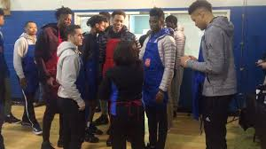 basketball team helps serve meals at salvation army thanksgiving