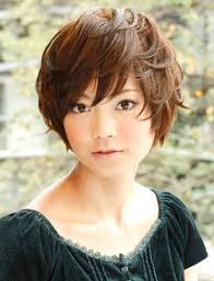 holly berry hairstyles in 1980 short haircuts for oval faces and thick hair short hairstyle for women