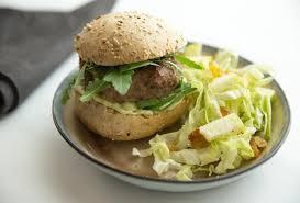 cuisiner le chou pointu recette de hamburger et salade de chou pointu open kitchen