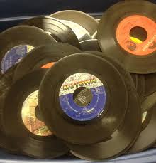lot of 26 7 45s vinyl records for crafts