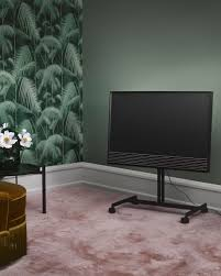 beovision horizon makes you enjoy a good time with friends and