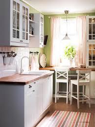 kleine kche einrichten kleine küchen geschickt einrichten sitzecke landhausstil und küche