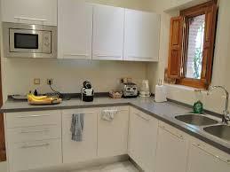 model cuisine moderne model cuisine moderne cuisine moderne grise avec lot central