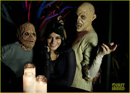 halloween horror nights pregnant policy vanessa hudgens halloween horror nights with sister stella