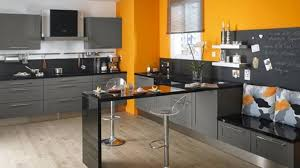 cuisine blanche et grise decoration cuisine mur cuisine moderne gris anthracite et mur
