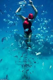 perth u0027mermaid u0027 julia wheeler holds her breath underwater daily