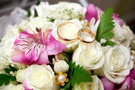wedding flowers groom gold wedding rings of the groom and the on a bunch of
