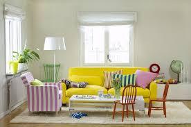 couleur canapé 20 salons avec un canapé jaune joli place