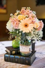 Wedding Centerpieces For Round Tables by Best 25 Vintage Book Centerpiece Ideas On Pinterest Book