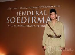 film perjuangan soedirman adipati dolken pemain film jenderal soedirman foto 3 1516782