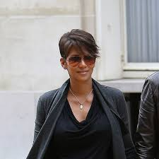 best hair styles for short neck and no chin halle berry s got a new haircut no spikes in sight halle