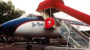 elvis plane elvis custom designed planes will remain at graceland rolling stone