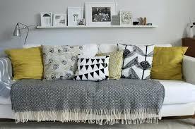 habiller un canapé coussins pour canape amazing coussin pour canape gris 1 jetc3a9 de