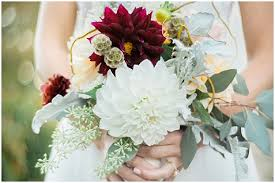 wedding flowers for october two day october wedding the budget savvy