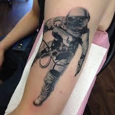 mer enn 25 trendy ideer om guru tattoo på pinterest