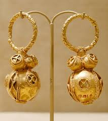 images of earrings in gold file gold earrings met 17 191 4 5 jpg wikimedia commons