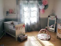 deco bebe design super pompons en papier de soie déco chambre bébé décoration