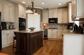 kitchen cabinets crown molding crown molding on kitchen cabinets crown molding valance