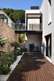 garden courtyard designs ideas for two story modern house