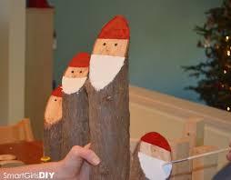 como fazer papai noel fácil com toras de madeira e pintura para
