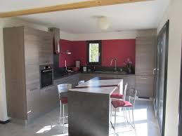 mur cuisine framboise cuisine blanche mur framboise decoration cuisine framboise pour