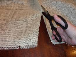 how to make burlap table runners for round tables no sew burlap table runners easy diy kristinpotpie