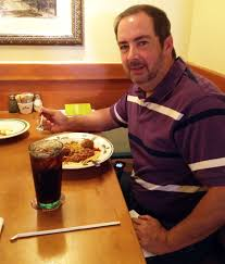 olive garden family meal deal man eats 100 olive garden meals in 6 weeks with 100 u0027pasta pass