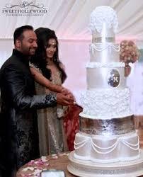 die besten 25 white tall wedding cakes ideen auf pinterest