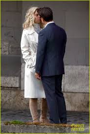 Tom Cruise Mansion by Tom Cruise U0026 Vanessa Kirby Share On Set Kiss For U0027mission