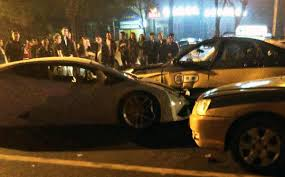 lamborghini crash speeding lamborghini driver flees after crashing into five cars in